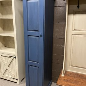 Fighting Creek - VR8032 - 1 Door Pantry