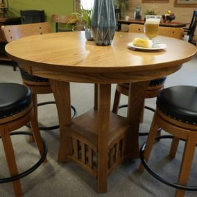 Amish - Salida Round Counter Table & Kelso Counter Stools