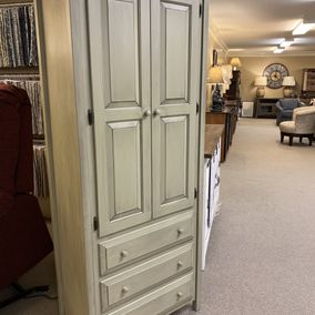 Fighting Creek - Amish - Linen Cabinet