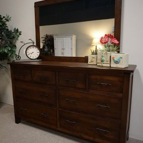 Daniels Amish - Wildwood Collection Dresser & Mirror