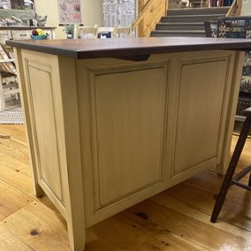 Fighting Creek - J83B - Kitchen Island